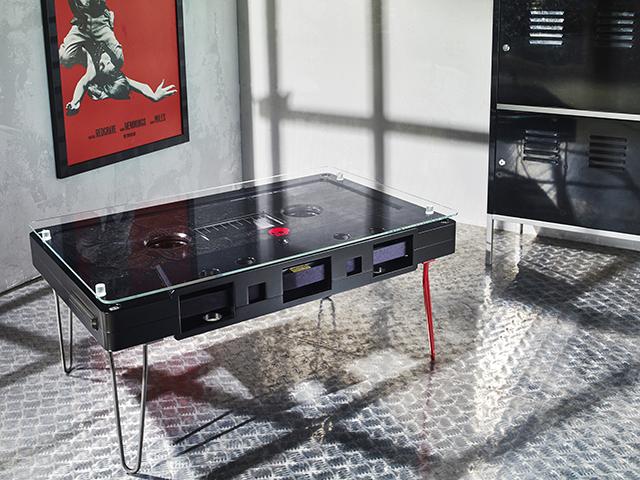 なつかしくておもしろいカセットテープ型のテーブル_10
