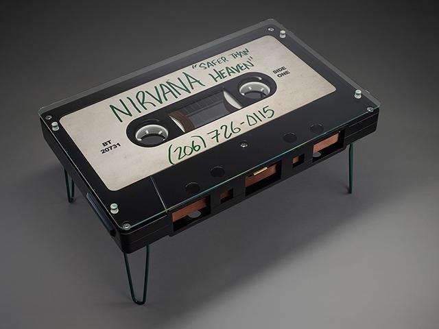 なつかしくておもしろいカセットテープ型のテーブル_4