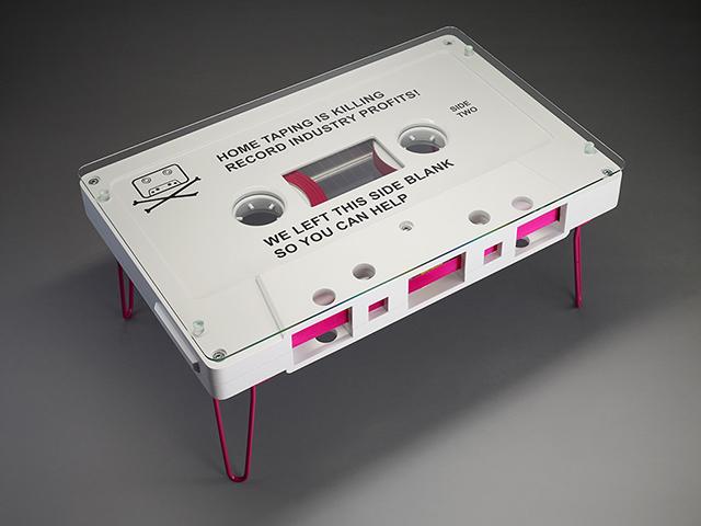 なつかしくておもしろいカセットテープ型のテーブル_1