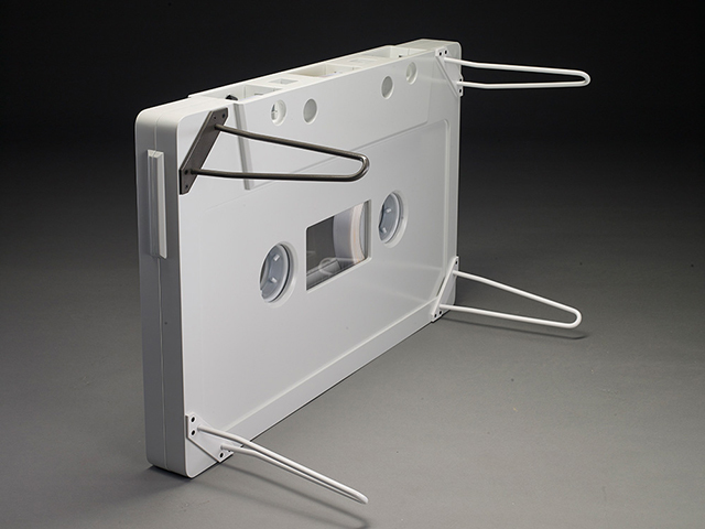 なつかしくておもしろいカセットテープ型のテーブル_9