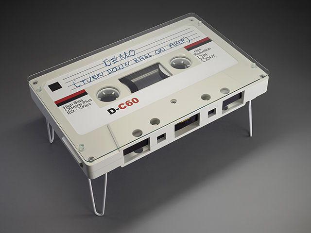 なつかしくておもしろいカセットテープ型のテーブル_5