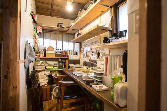 上野桜木あたりという古き良き日本の家である古民家のリノベについてkurachiffonの瀧内未来さんにインタビューの夢がある書斎