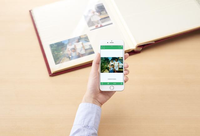現像した写真を簡単にデジタルに変換できるガジェットOmoidoriが持ち運びもできて便利4