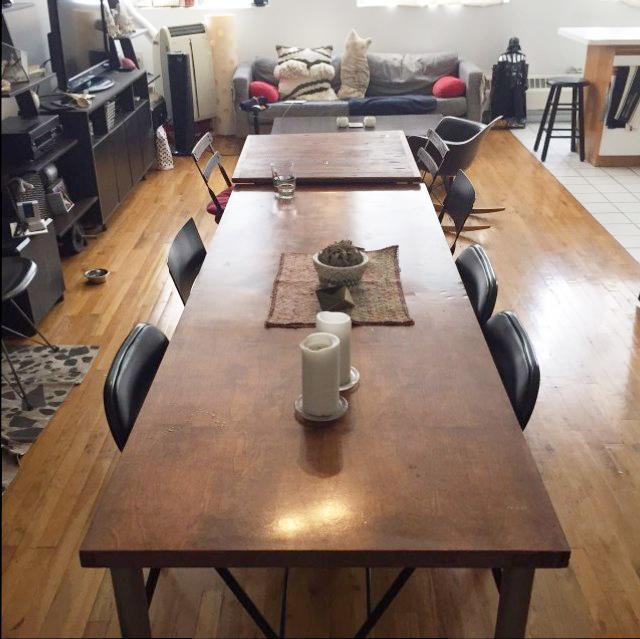 ニューヨークのブルックリンの元工場のリノベーション物件でおしゃれに暮らす建築家であるコバヤシユズルさんとグラフィックデザイナーであるハヤシアキさんの部屋_13