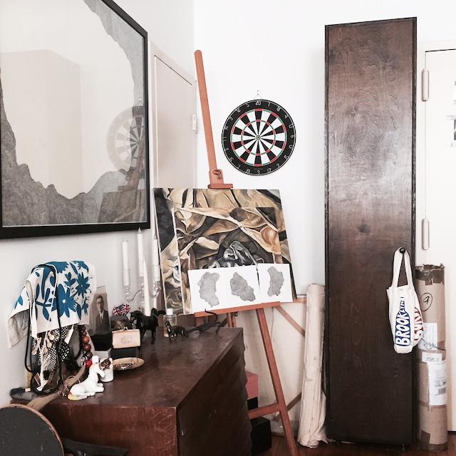 ニューヨークのブルックリンの元工場のリノベーション物件でおしゃれに暮らす建築家であるコバヤシユズルさんとグラフィックデザイナーであるハヤシアキさんの部屋_21