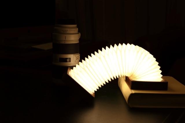 まるで日本の提灯のようなシェイプのランプ「Orilamp」の紹介、カナダ発のこのランプは、近年浸透しつつあるIoTプロダクト。スマホと連携する事で光量のリモート操作などが可能です。クラシックな見た目と最先端のポテンシャルが魅力です。top