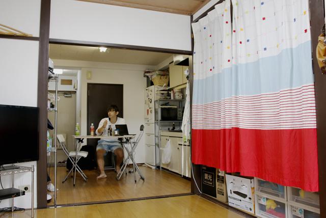 中野のシェアハウスのような家で暮らす、アニメとマンガが大好きな若き経営者の松尾務さん_11