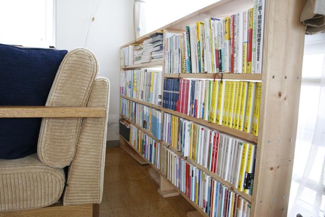 読書と本当DIYにこだわるおしゃれなカップルの同棲部屋_11