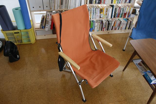 読書と本当DIYにこだわるおしゃれなカップルの同棲部屋のスノーピークのローチェア_8