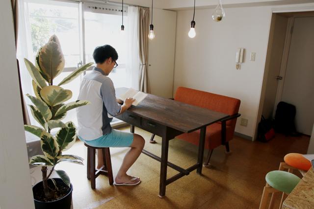 読書と本当DIYにこだわるおしゃれなカップルの同棲部屋_3