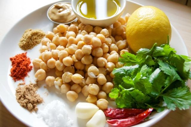 夏バテも吹き飛ぶ、スパイシーなパクチーとひよこ豆のフムスのレシピ_1