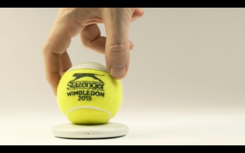 グランドスラムで使われているテニスボールの平均寿命は、なんと35分。そして一年間のボールの消費量23万個にも及びます。そうして消費されてしまった最高品質のボールに新しく命を吹き込むと、なんとワイヤレススピーカーになるんです。6