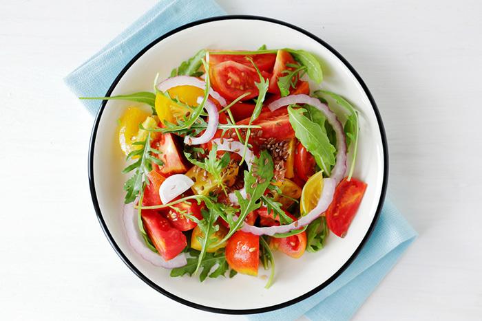 キュウリ、ピーマン、ナス、トマト、トウモロコシをおいしく食べるために最適な下ごしらえ方法をご紹介。複雑な手順はなく、ほんの少しの一手間で、いつもよりおいしく夏野菜を食べることができるんですよ。top