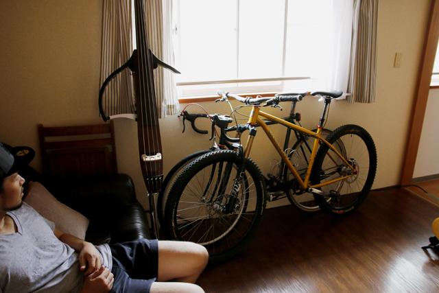 pondlowのベーシストの、テラスハウスのおしゃれなカップル部屋_7