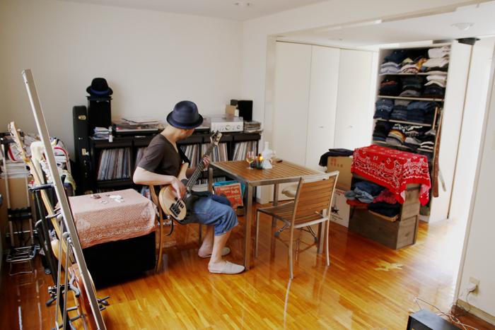 「楽器とビンテージ服に囲まれて、ワインを個人空輸する趣味人」(三宿)|みんなの部屋