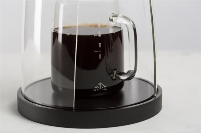 デザインスタジオManualによるコーヒーやティーを淹れる時間を楽しむ美しくおしゃれなガラスと木のコーヒーメーカー_4