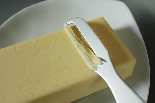 金属製品の産地・燕市の、体温で魔法のようにバターが溶け、朝食が楽しくなる、便利なアルミバターナイフ_6