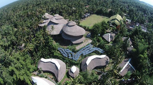 エローラ・ハーディー率いるデザイン集団IBUKUがTEDでプレゼンテーションしたバリ島の竹でできた建築グリーン・ビレッジ_