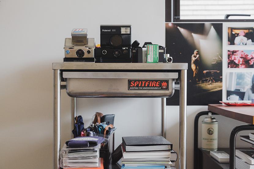 植物とカメラとスケボーとコンバースオールスターが趣味のアパレルブランドで働くデッキとロフト付きのおしゃれな緒方裕さんの部屋_11