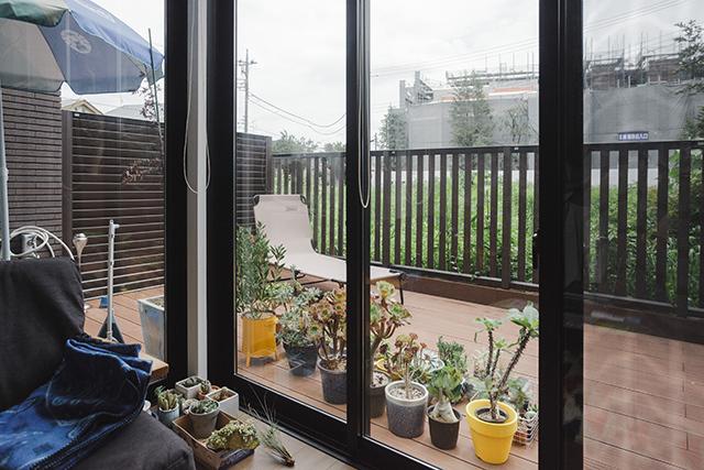 植物とカメラとスケボーとコンバースオールスターが趣味のアパレルブランドで働くデッキとロフト付きのおしゃれな緒方裕さんの部屋_8