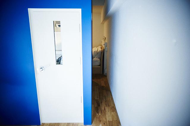 Webデザイナーの夫婦が音楽を楽しむ防音室などを完備した港区麻布十番のレトロマンションをリノベーションしたおしゃれな部屋_22