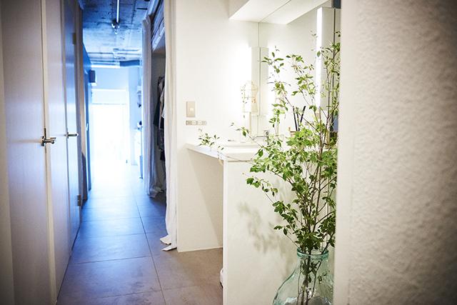 Webデザイナーの夫婦が音楽を楽しむ防音室などを完備した港区麻布十番のレトロマンションをリノベーションしたおしゃれな部屋_20