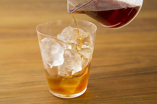 メイスイのソーダメーカーであるSODA MAKERを使って家で夏に飲みたい簡単でおしゃれな紅茶とみかんとモヒート風ミントのハイボールを作る_9