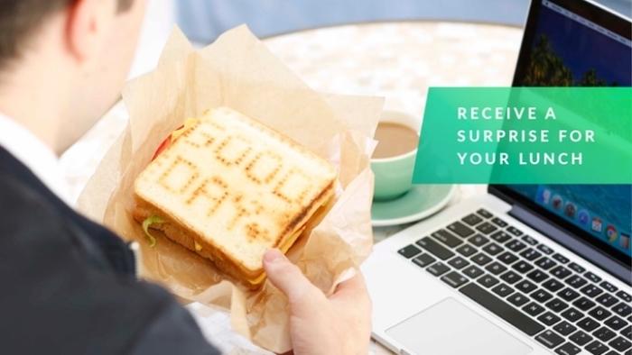 スマホアプリを使って、焦げ目でメッセージを描けるトースター「Toasteroid」のご紹介。IoT時代には、トースターもスマホと連動するんですね。パンを2枚までセット可能で、そこに1枚ずつ別々の絵を書くことができます1。top