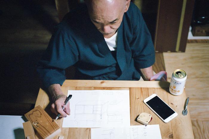 フリーランスの写真家として活動している山口雄太郎さんによる家具職人に教わるチェストのDIY_5