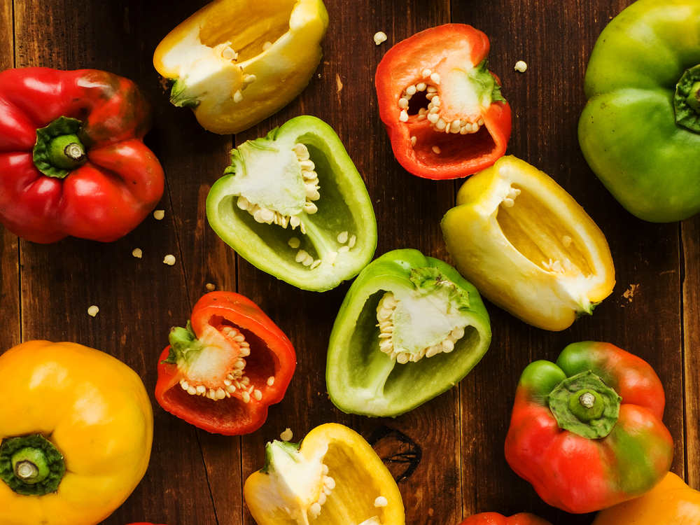 キュウリ、ピーマン、ナス、トマト、トウモロコシをおいしく食べるために最適な下ごしらえ方法をご紹介。複雑な手順はなく、ほんの少しの一手間で、いつもよりおいしく夏野菜を食べることができるんですよ。2