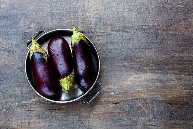 キュウリ、ピーマン、ナス、トマト、トウモロコシをおいしく食べるために最適な下ごしらえ方法をご紹介。複雑な手順はなく、ほんの少しの一手間で、いつもよりおいしく夏野菜を食べることができるんですよ。3