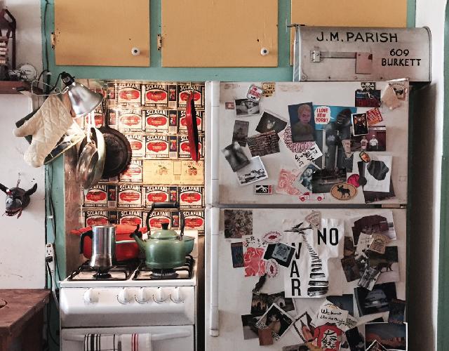 アメリカ・NY Brooklyn Williamsburg(ウィリアムズバーグ)で、アンティークの思い出の品に囲まれておしゃれに暮らす夫婦_3