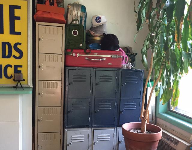 アメリカ・NY Brooklyn Williamsburg(ウィリアムズバーグ)で、アンティークの思い出の品に囲まれておしゃれに暮らす夫婦_10