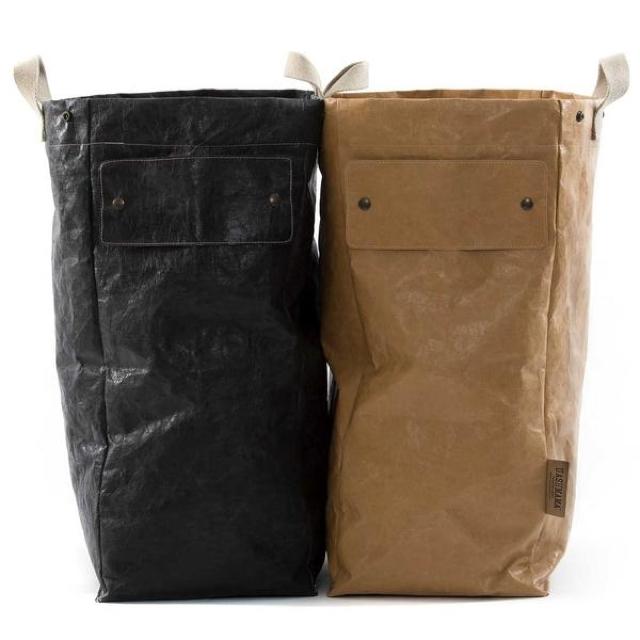 洗える紙製である「UASHMAMA」をご紹介。イタリア生まれで、セルローズファイバーという新聞古紙を主原料とした天然の木質繊維でつくられています。水回りの収納やランドリーバッグ、プランター入れに最適ですよ。2