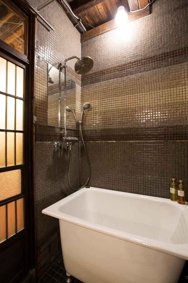 そんな恵まれた時代だからこそ、あえて「不便さ」を楽しみに出かけてみませんか?かつての宿場町・品川宿に佇む一棟貸し切り長屋ホテル「Bamba Hotel」の、レトロでモダンで、なつかしくてあたたかいおもてなしをご紹介します。12