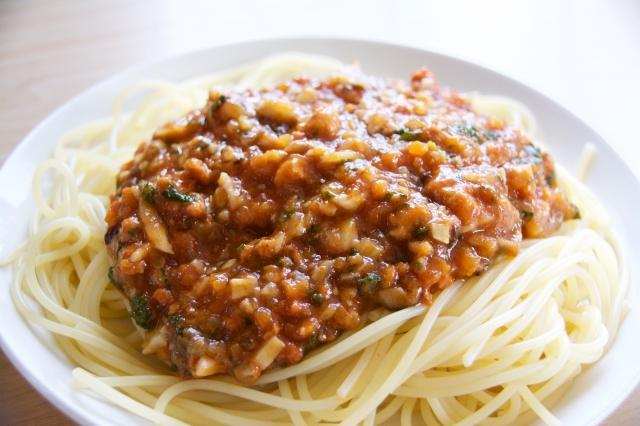 パセリとレモンが爽やかで、ひとさじで料理の味わいが増す薬味グレモラータは、イタリアで肉料理や煮込み料理に添える調味料_6