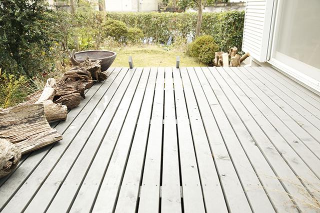 ReBITA(リビタ)のリノベーション済み戸建て物件「みたけ台の家」で暮らす、素敵な家族を紹介します。土間でラフに仕上げた趣味のフリースペースや、無垢材の床にオイルを塗って床のトーンを下げ、アンティーク調な雰囲気にしたおしゃれな家です。3