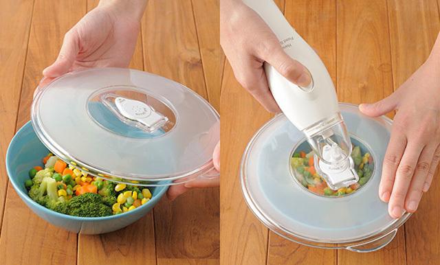 自宅の食器と併用できるIDEAの真空パックマシン「ハンディフードシーラー」のご紹介です。食材をよりおいしい状態で保存できるほか、ローストビーフや唐揚げなどの下味や、マリネやピクルスなどの漬け込み調理にも便利。2
