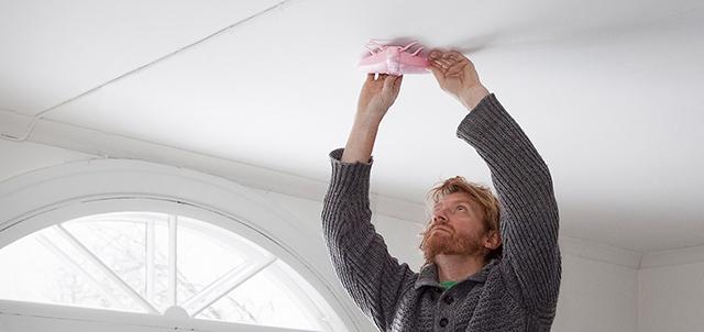 北欧・フィンランドのメーカー「JALO HELSINKI」で見つけた、一歩先行くデザインのスモークアラーム(火災警報器、煙感知器)。Harri KoskinenさんがデザインしたKUPU、Ivana Helsinkiのデザイナー・Paola SuhonenさんがデザインしたLENTO。5