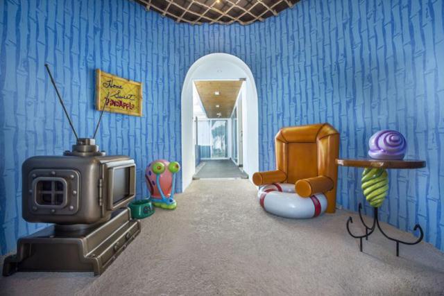 アメリカのアニメ『スポンジボブ』にインスパイアされたデザインのホテル「パイナップルホテル」のご紹介。スパやレストラン、ウォータースライダーなどの水系の遊びや、テニス、子どものプレイゾーンなど、娯楽が充実しているので、突飛なデザインのイロモノというわけではなく、宿泊施設としてのクオリティも高そうです。2