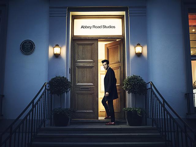 「民泊」を斡旋する大手企業Airbnbから、またしてもクレイジーなイベントがアナウンスされました。その名も『Night at アビイロード・スタジオ』。イングランドにある超名門のレコーディングスタジオに宿泊、さらには実際に楽曲のレコーディングまでできると謳っていますが、その詳細やいかに。top