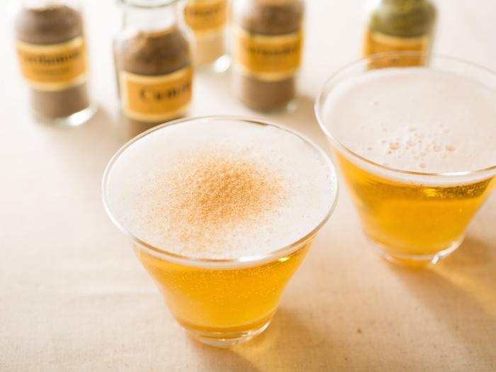 お酒は好きだけど、毎日同じものを飲んでいると飽きてしまうもの。そこでご紹介したいのが、いつものお酒にフレッシュな変化を与えるスパイスたち。今回はビール、ジントニック、ハイボールに合うスパイスをご紹介。top