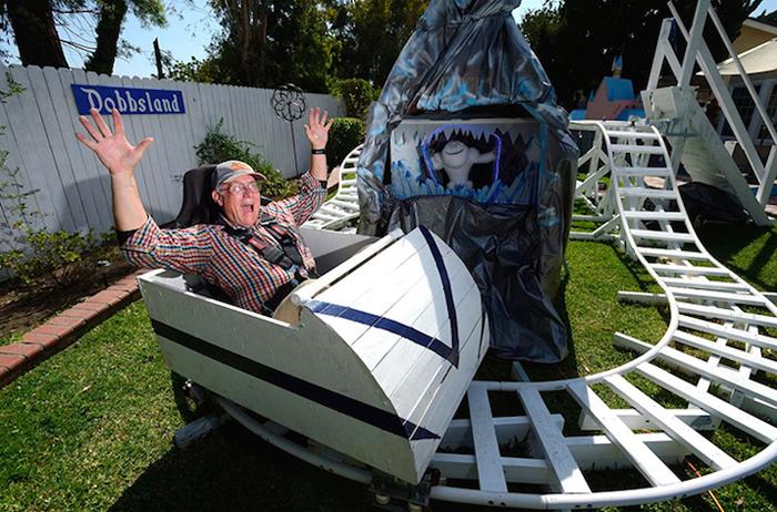 アメリカはカルフォルニア州にお住いおじいさんSteve Dobbsさんは、航空エンジニアとしての知識をフル活用し、裏にはに遊園地「Dobbsland」をつくり上げました。すべては愛する孫のため。自宅の外空間を楽しむという意味では最近流行りの「バルコニスト」にも通づるものがありますね。top
