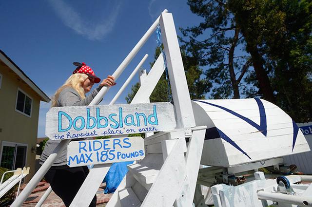 アメリカはカルフォルニア州にお住いおじいさんSteve Dobbsさんは、航空エンジニアとしての知識をフル活用し、裏にはに遊園地「Dobbsland」をつくり上げました。すべては愛する孫のため。自宅の外空間を楽しむという意味では最近流行りの「バルコニスト」にも通づるものがありますね。1