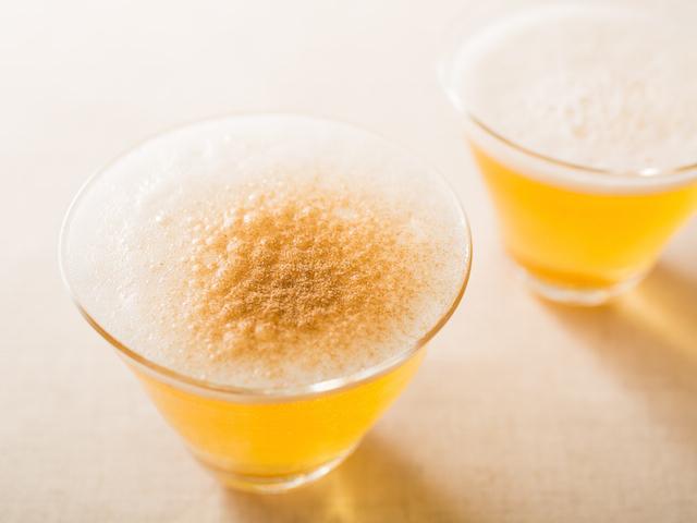 お酒は好きだけど、毎日同じものを飲んでいると飽きてしまうもの。そこでご紹介したいのが、いつものお酒にフレッシュな変化を与えるスパイスたち。今回はビール、ジントニック、ハイボールに合うスパイスをご紹介。1
