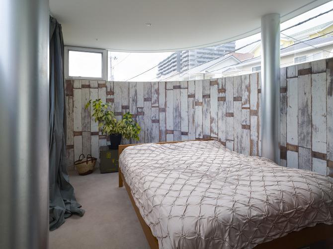 瀬戸内海・宮島の絶景を眺めるための、1枚板でできたドーナツ・ハウスである、岡田公彦建築事務所によるおしゃれでデザイナーズな住宅、戸田邸_9