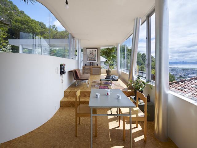 瀬戸内海・宮島の絶景を眺めるための、1枚板でできたドーナツ・ハウスである、岡田公彦建築事務所によるおしゃれでデザイナーズな住宅、戸田邸_2