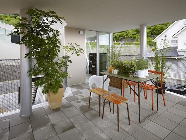 瀬戸内海・宮島の絶景を眺めるための、1枚板でできたドーナツ・ハウスである、岡田公彦建築事務所によるおしゃれでデザイナーズな住宅、戸田邸_6
