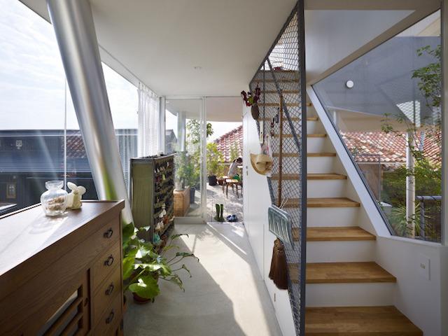 瀬戸内海・宮島の絶景を眺めるための、1枚板でできたドーナツ・ハウスである、岡田公彦建築事務所によるおしゃれでデザイナーズな住宅、戸田邸_7