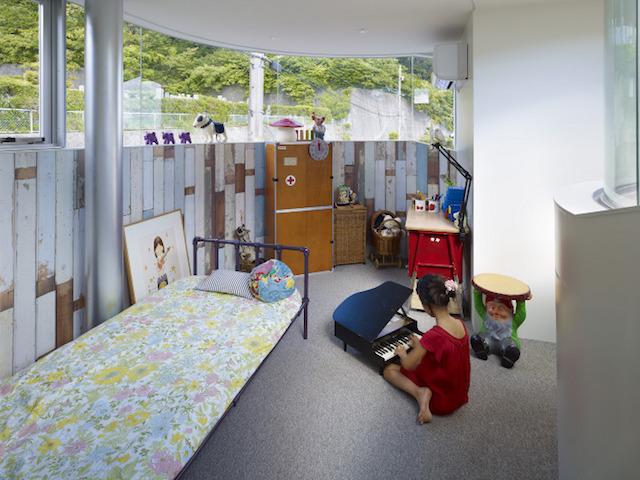 瀬戸内海・宮島の絶景を眺めるための、1枚板でできたドーナツ・ハウスである、岡田公彦建築事務所によるおしゃれでデザイナーズな住宅、戸田邸_8